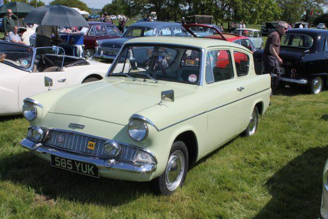 Ford-Anglia-105E-585-YUKFord-Anglia.jpg