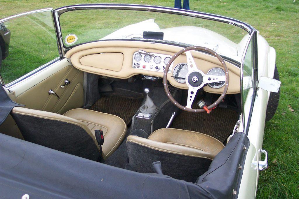 Daimler-Dart-SP250-Sports-YST-255-Inside-Daimler-Dart-1024x683