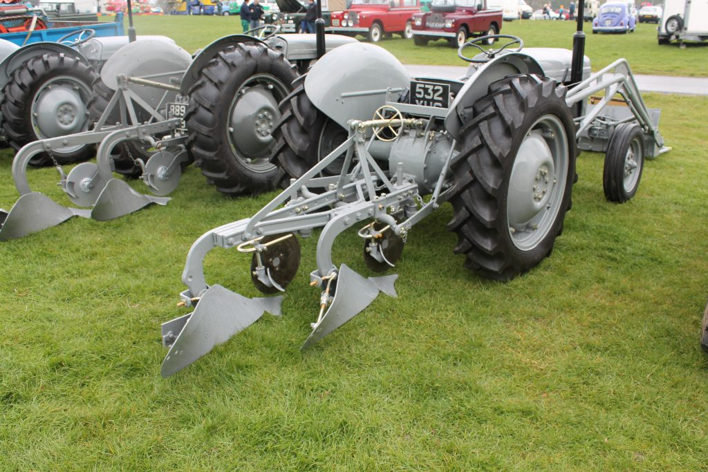Ferguson-TE20-Plough-Ferguson-TE20-1024x683