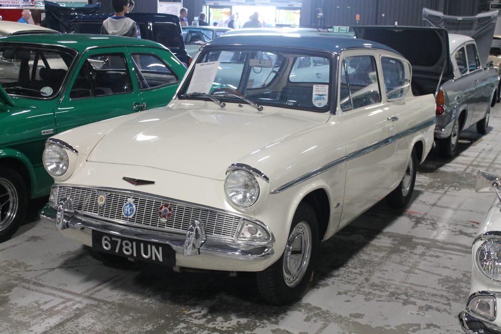Ford-Anglia-Super-123E-6781-UNFord-Anglia-1-1024x683