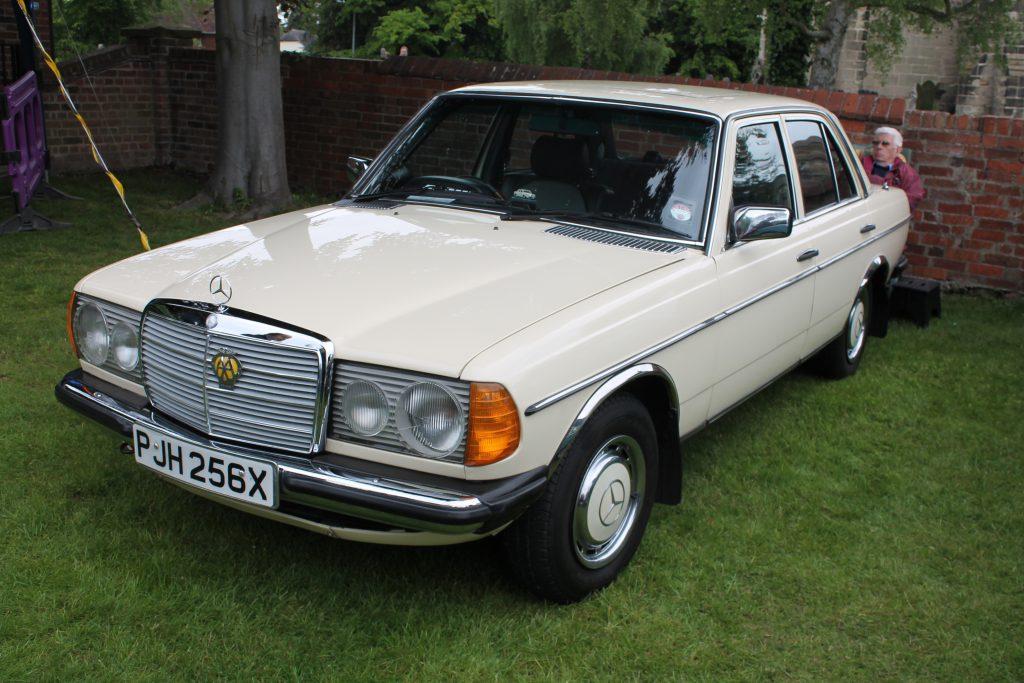 Mercedes-Benz-W123-230E-PJH-256-XMercedes-Benz-W123-1-1024x683