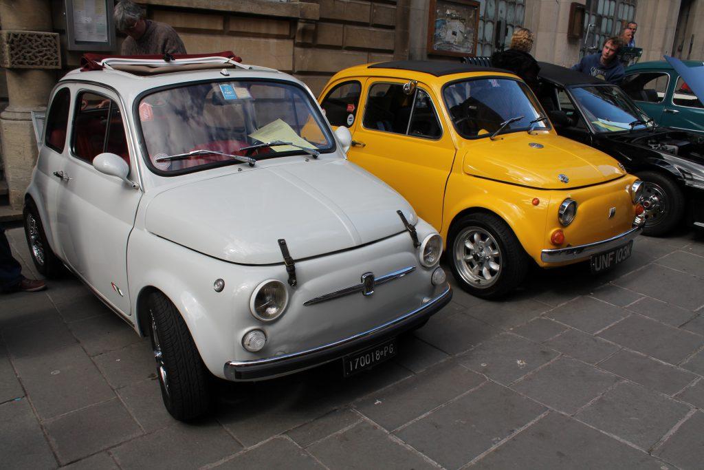 Pair-of-Fiat-500s-Fiat-500-1024x683