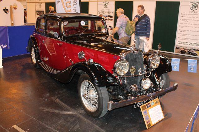 Triumph-Gloria-6-Cylinder-Vitesse-Saloon-1935BXP-267Triumph-Gloria.jpg