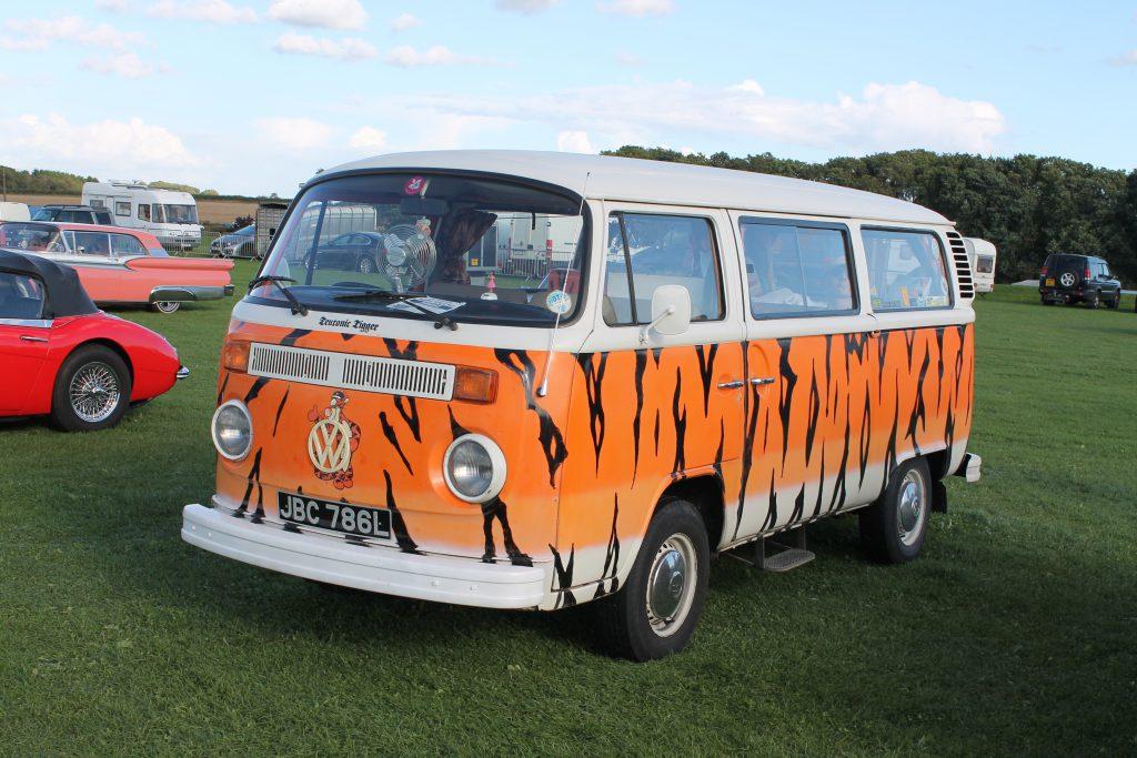 Volkswagen-T2-Camper-Van-JBC-786-L-1024x683