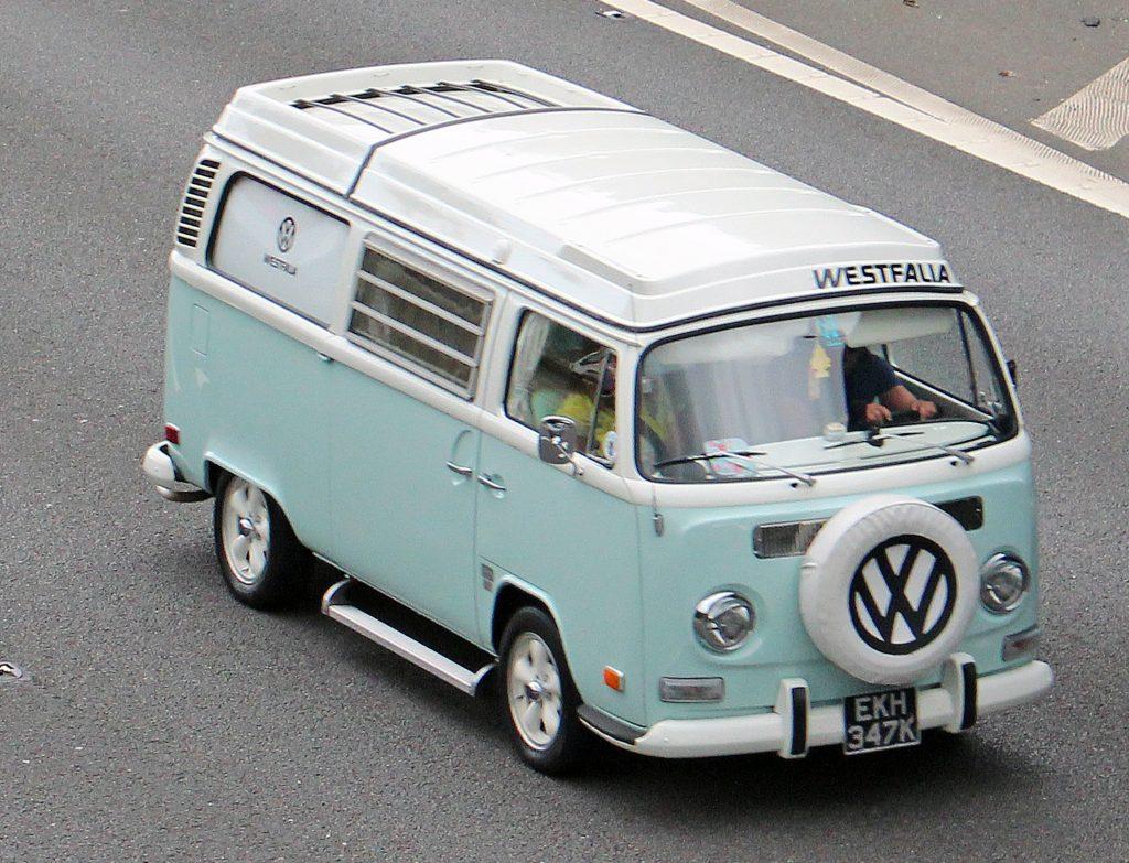Volkswagen-T2-Camper-Van-EKH-347-K-1024x783