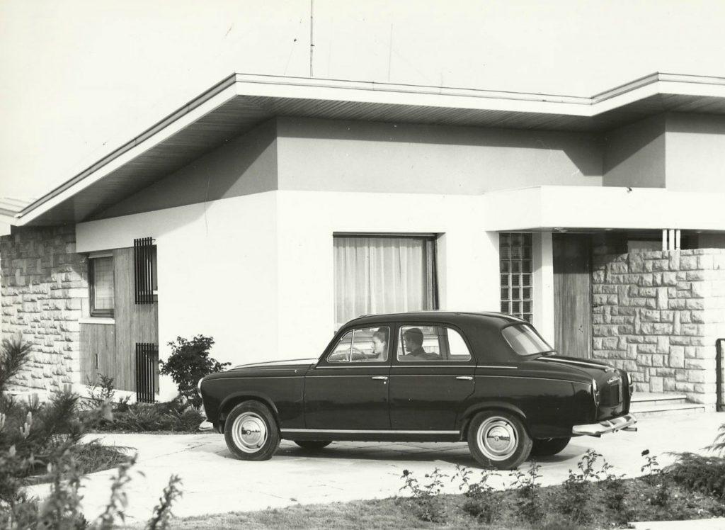 Peugeot-403-Berline-Luxe-1024x748