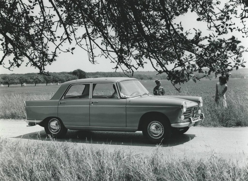 Peugeot-404-Grand-Tourisme-Super-Luxe-2-1024x747
