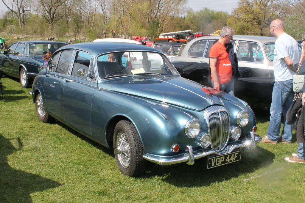 Daimler-2.5-Litre-Saloon-VGP-44-FDaimler-2.5-Litre-1024x683