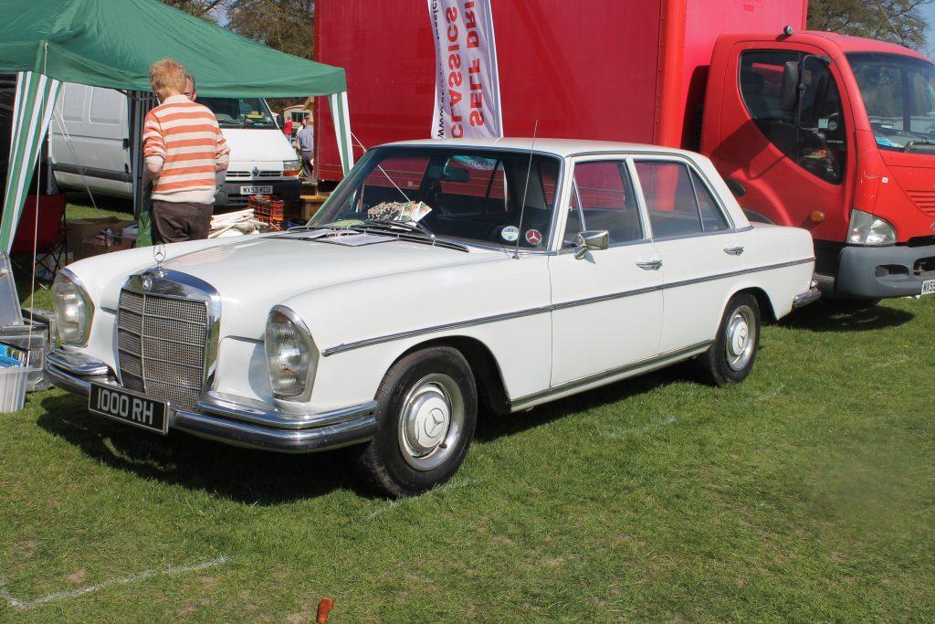 Mercedes-Benz-W108-250SE-1000-RHMercedes-Benz-W108-1024x683